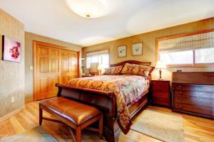 Antqiue oak bedroom furniture