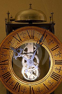 Antique clock price guide lovetoknow - Antique clock designs for your home ...