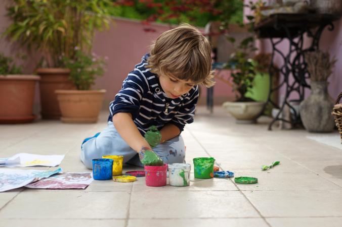 child finger paintnig
