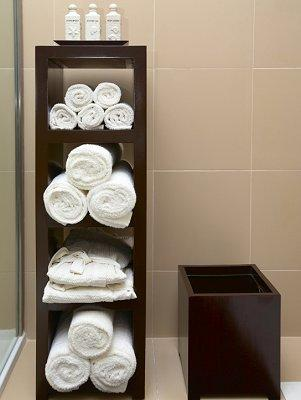 How to display bath towels slideshow - How to display towels in bathroom ...