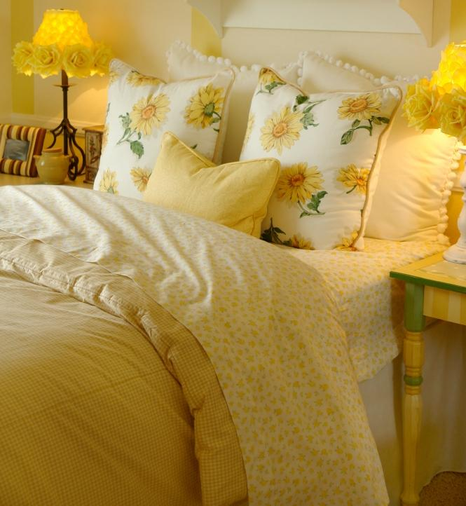 Bright yellow bedding slideshow for Bright yellow bedroom ideas