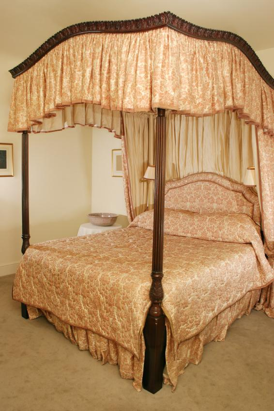 antique style canopy bed
