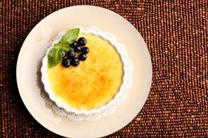 Creme brulee on beaded mat