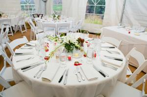 Round white tablecloth setting