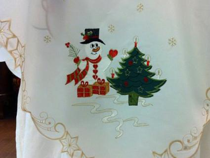 Xmas snowman tablecloth | www.VintageMemories.ca