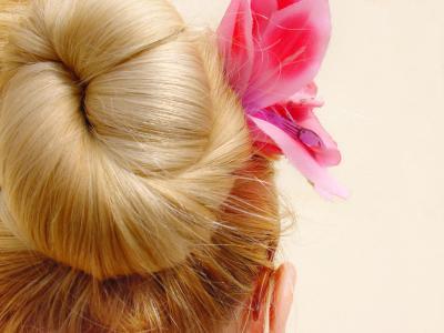 Prom hair bun style