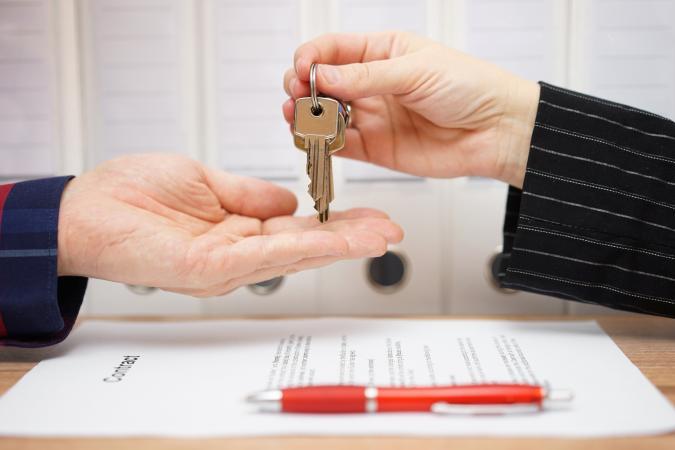 Giving keys to renter