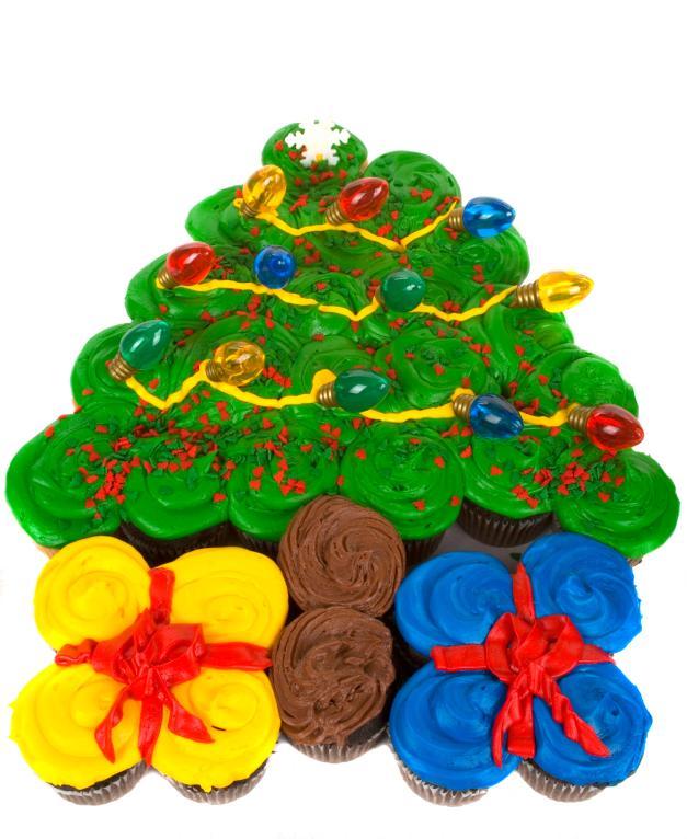 Top 10 Christmas Cake Designs Slideshow