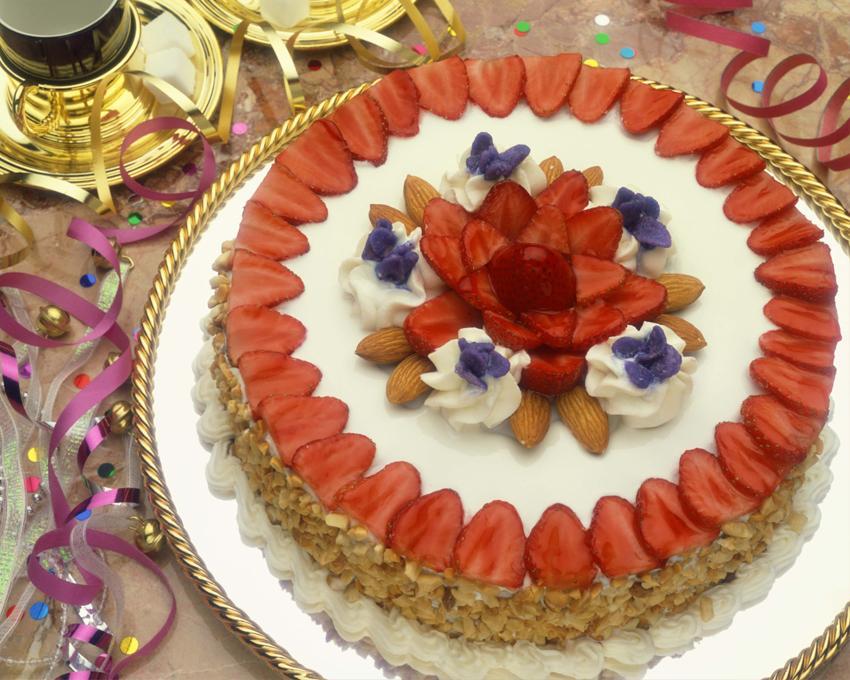 Cake Decorating Ideas Strawberry : 60th Birthday Cake Ideas [Slideshow]