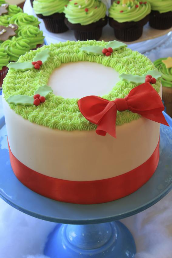 Christmas Cake Decorating With Buttercream : Top 10 Christmas Cake Designs [Slideshow]