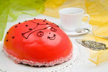 A cake decorated like a ladybug