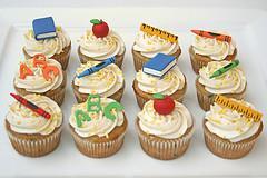 Cake Decoration School : School Spirit Cupcakes