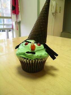 Witch cupcake image courtesy of Alachia on Flickr.