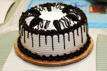 Cake Decorating Ideas With Oreos : Oreo Cookie Cake Recipe