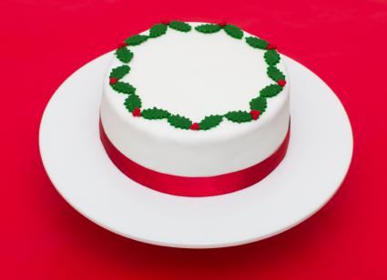 fondant holly and berries on cake