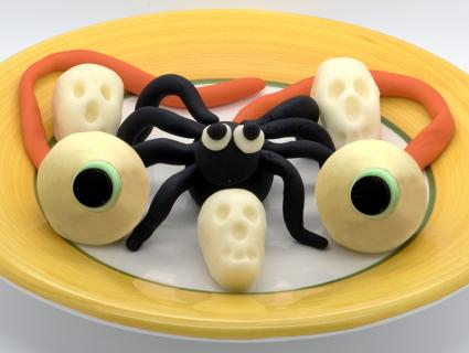 Fondant halloween cake decorations