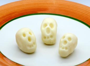 Fondant skulls