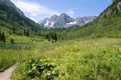 Maroon Lake Hiking Trail