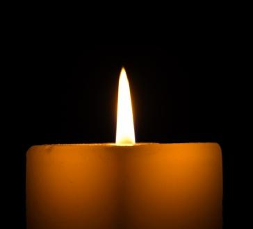 Memory candles can be quite simple.