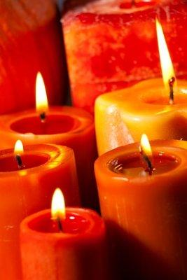 Candle wick trimmers ensure perfect wick length.