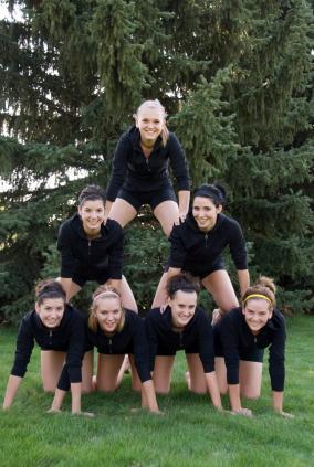 Cheerleaders practicing a pyramid