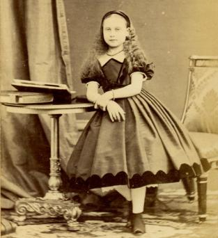 Little girl in Civil War-era clothing