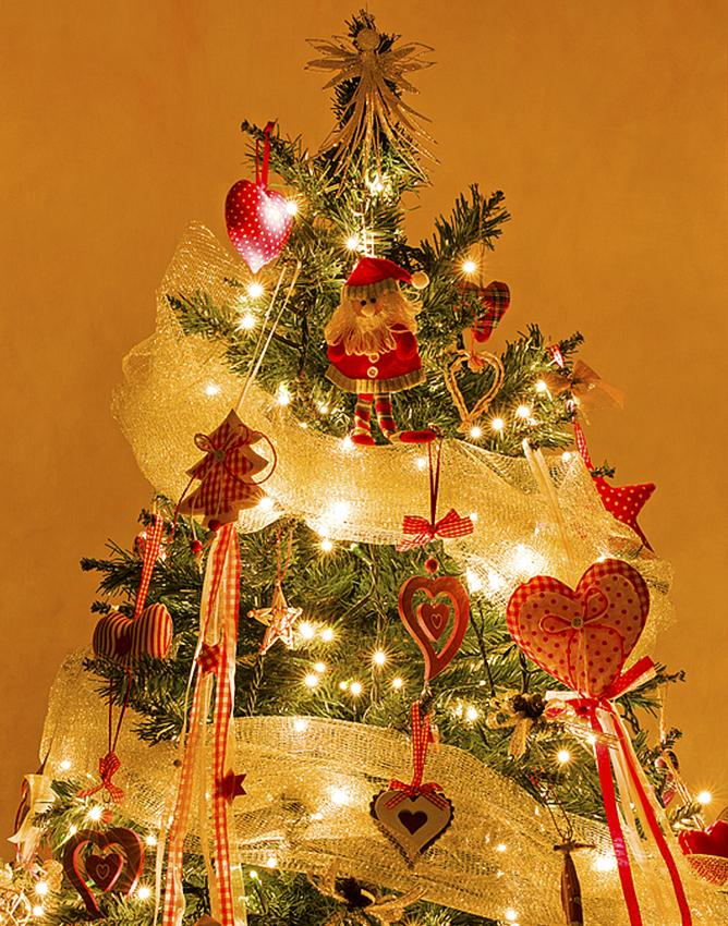 Decorating A Christmas Tree With Ribbon Lovetoknow