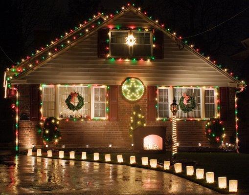 source - Christmas Lawn Lights