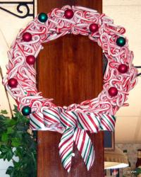 Candy Cane Wreath by Tippytoe Crafts
