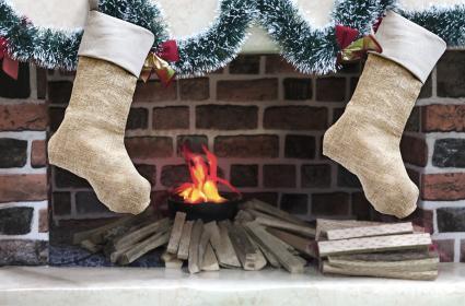 snowy garland with burlap stockings