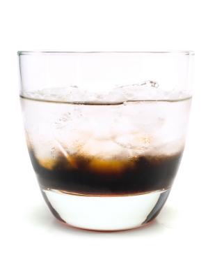 кофейный ликер.  Другие коктейли с ингредиентами. водка.