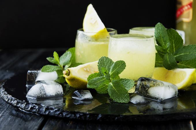 Limoncello drink recipes lovetoknow for Cocktail limoncello