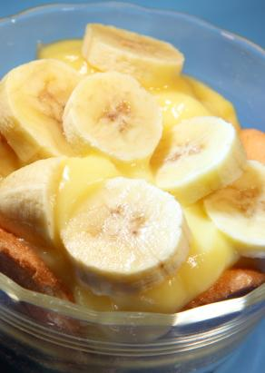 banana pudding with banana slices as garnish