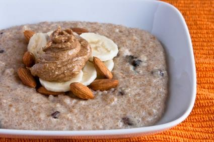 Breakfast farro with almonds and bananas