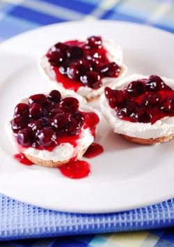Cranberry cheeesecakes