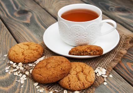 oatmeal cookies with tea
