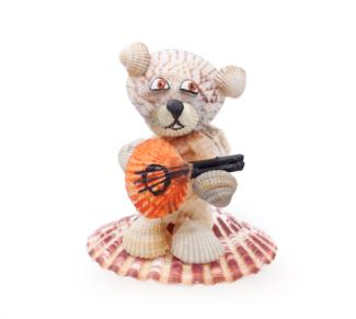 Sea shell bear with guitar