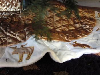 Friday Finish: Dash Away Christmas Tree Skirt