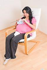 pregnant knitter