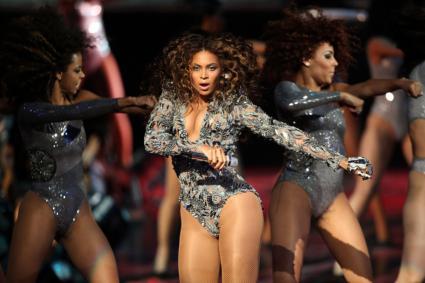 Beyonce performing at MTV Video Music Awards