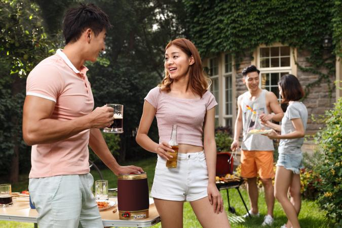 couple flirting at BBQ