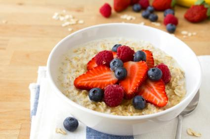 http://cf.ltkcdn.net/diet/images/std/155732-425x283-oatmeal-with-fruit.jpg
