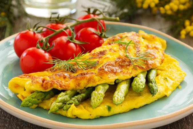 Omelette with asparagus