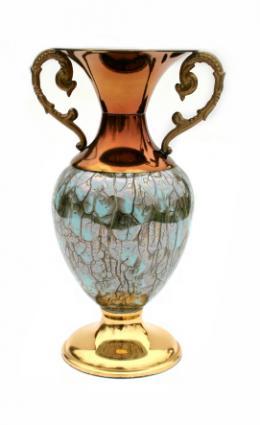A cremation urn.