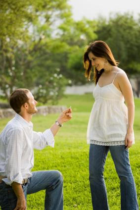 Man proposing to a young woman