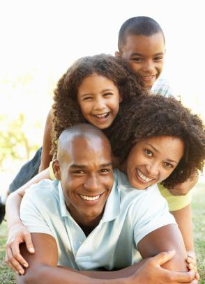 http://cf.ltkcdn.net/family/images/std/139512-294x408-Happy-Brazilian-Family.jpg