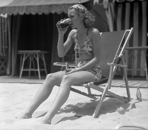 Actress Jane Wyman, 1935