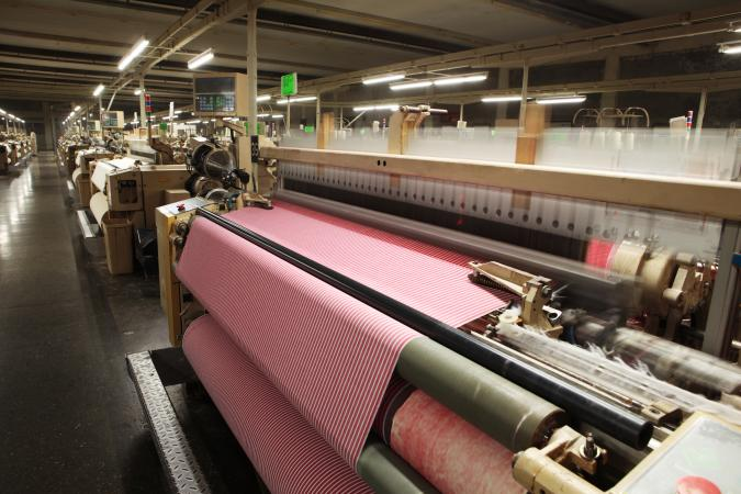Weaving Fabric on Airjet Looms
