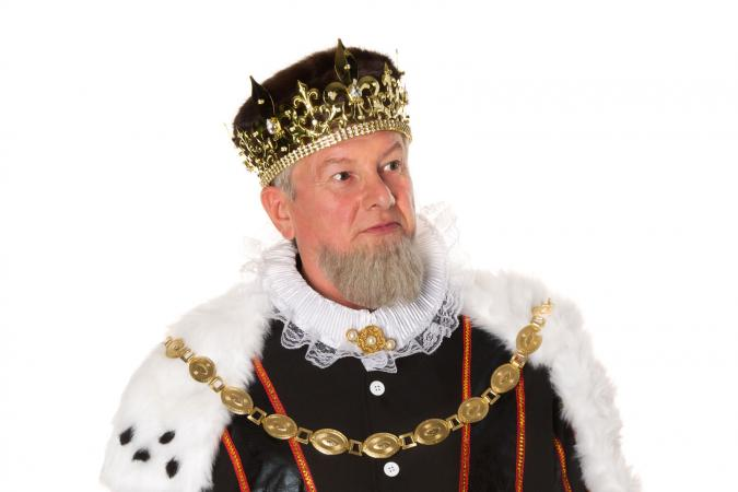 Standing king