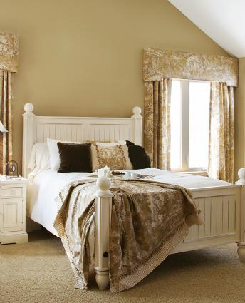 Feng shui help bed position and window lovetoknow for Bedroom ideas window over bed